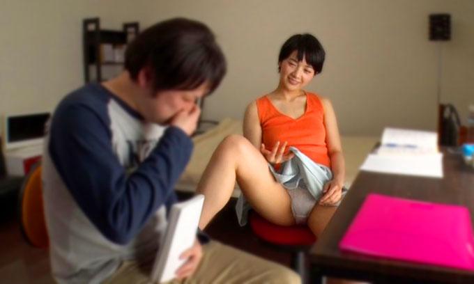【痴女動画】向井藍|パンチラとマンコを見せつけフェラチオまでして家庭教師を誘惑する痴女JK!受験生が仕掛けた挑発淫行