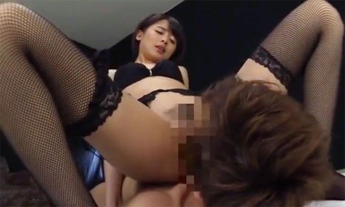 【痴女動画】夏目優希|甘い淫語で挑発するスレンダー痴女!顔騎クンニで奉仕させ騎乗位でイキまくる