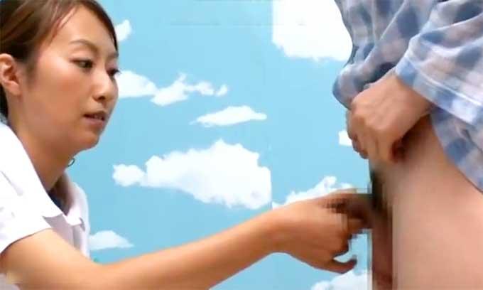 【痴女動画】熟女ナースがオナニーサポート!採精室で患者に手コキ【CFNM】
