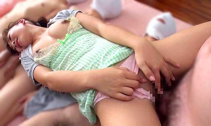 【痴女動画】女子大生に道具として扱われるM男たち!射精しないと鳴りやまない目覚まし時計をヌキまくる