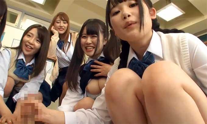 【痴女動画】JK集団ハーレム手コキ!クラスの女子全員からチンポをせがまれる【オナサポ】